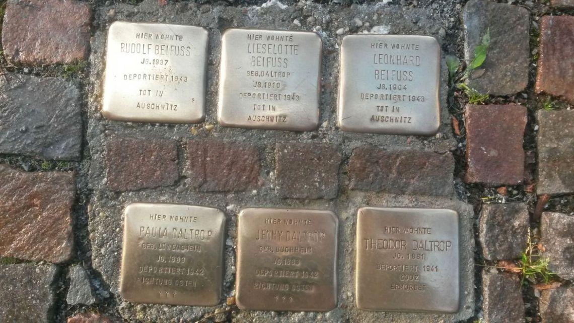 Stolpersteine zum Gedenken an jüdische Mitbürger